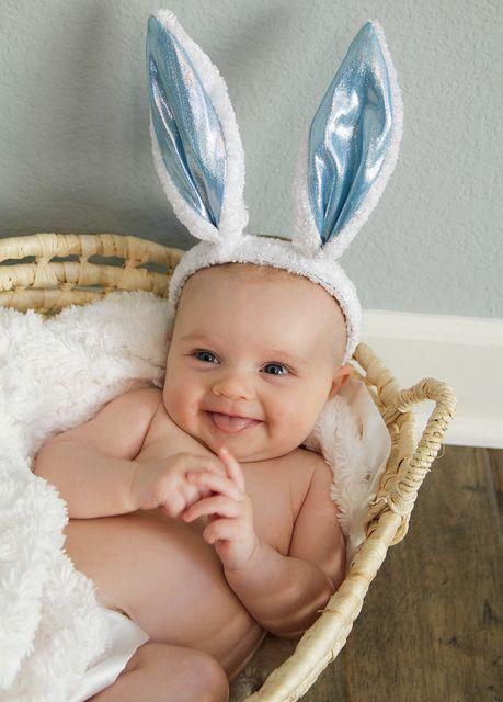 easter baby - La Semana Santa y los huevos de Pascua, una tradición muy dulce