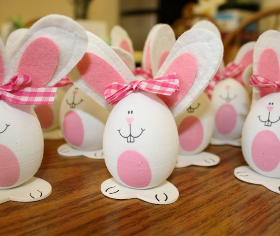 huevos customizados como conejos de pascua