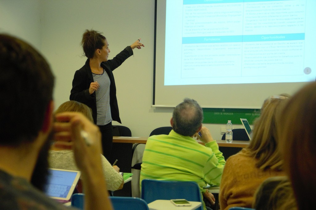 Charla a emprendedores CADE Málaga por Melania Guijarro