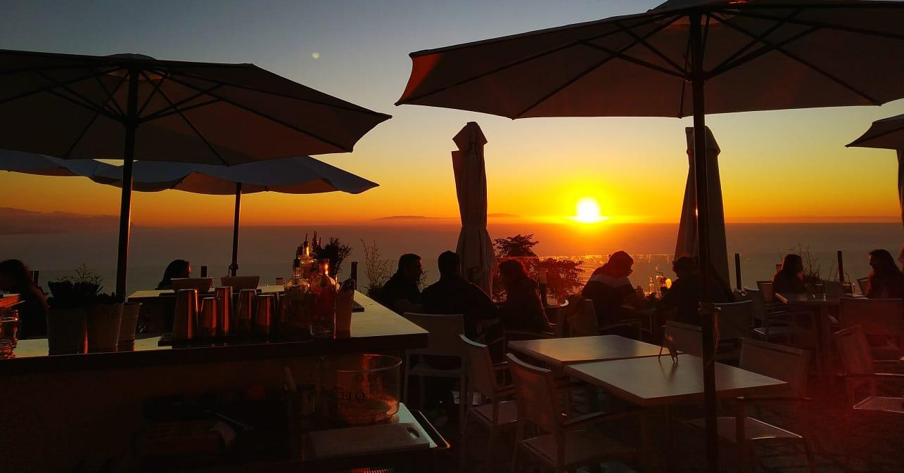 terraza en puesta de sol